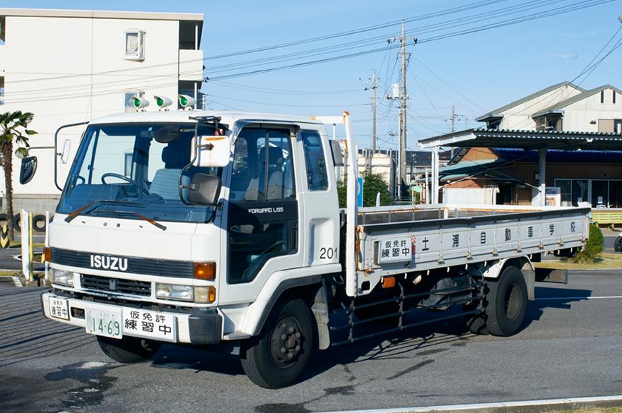 写真:中型自動車